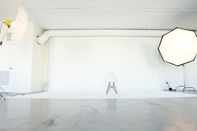 7 Easy White Background Photography Tips | Peerspace