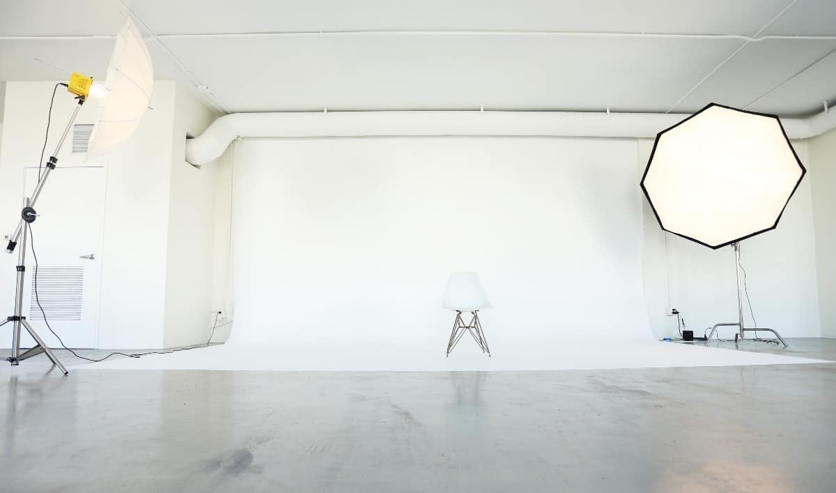 7 Easy White Background Photography Tips   Peerspace