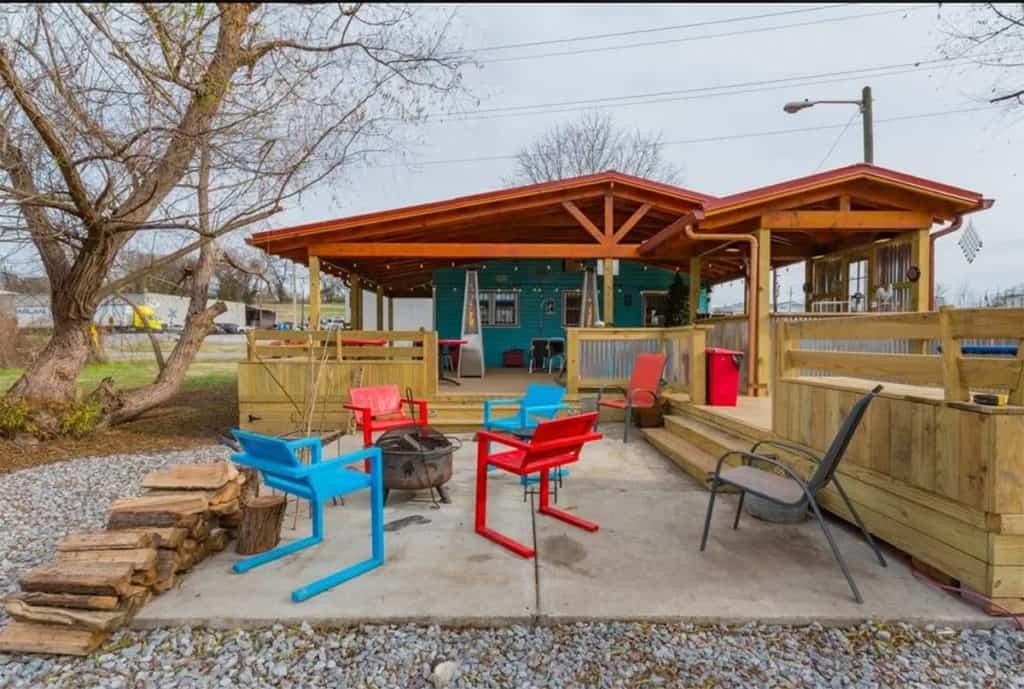 Covered Deck and outdoor bar nashville rental