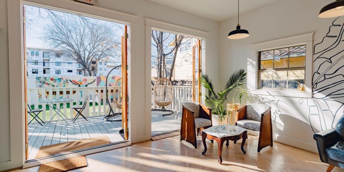 INDOOR OUTDOOR Bright & Cozy Coffee House dallas rental