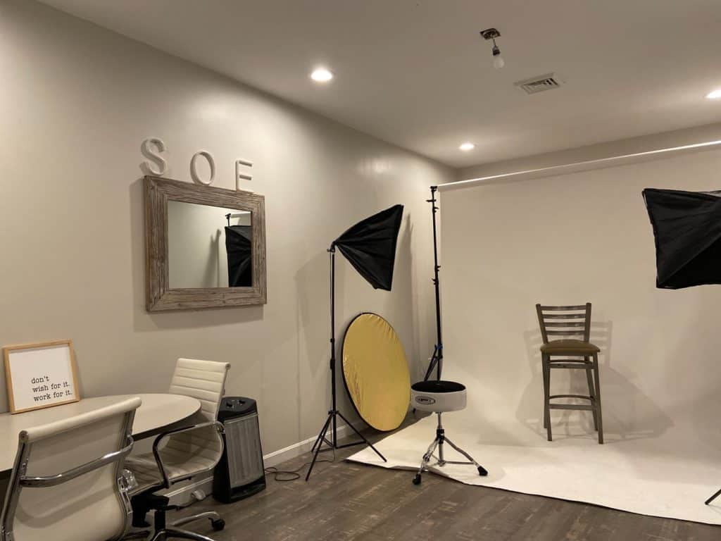 Photography Space with Lights & White Backdrop boston rental