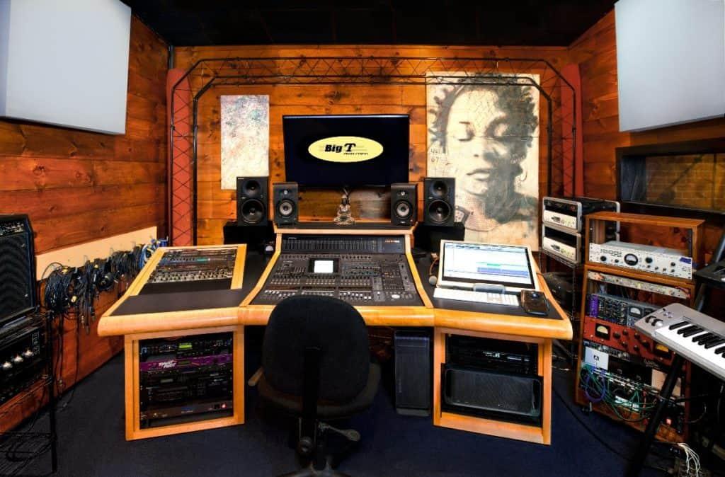 Recording Studio Performance Room with Theater Lighting boston rental