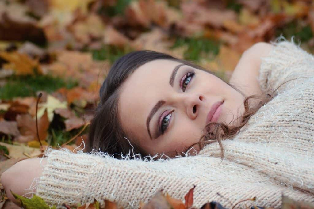 girl lying on autumn leaves