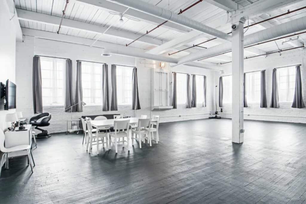 vast and stunning pilsen studio