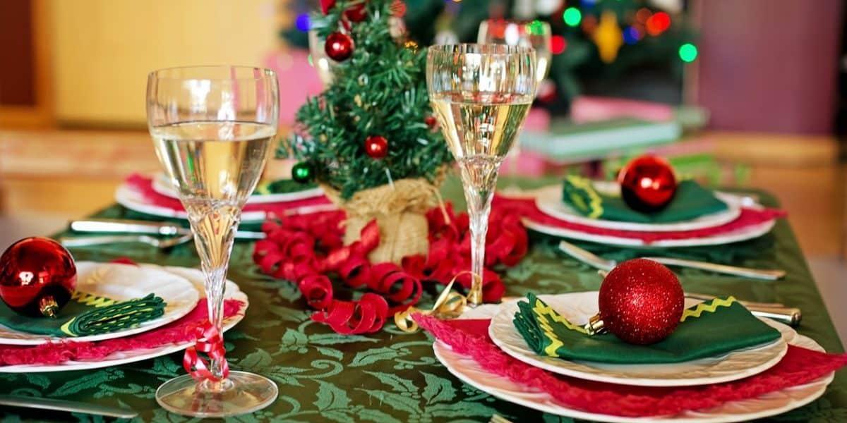 9 festive christmas dinner party ideas peerspace 9 festive christmas dinner party ideas