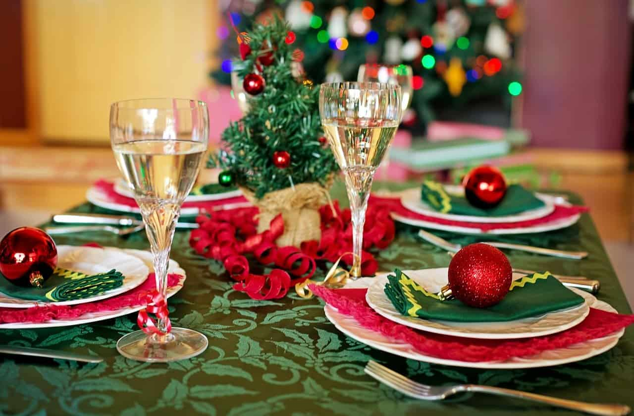 9 Festive Christmas Dinner Party Ideas Peerspace