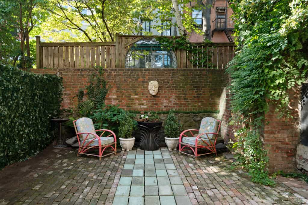 charming and inviting garden in brooklyn