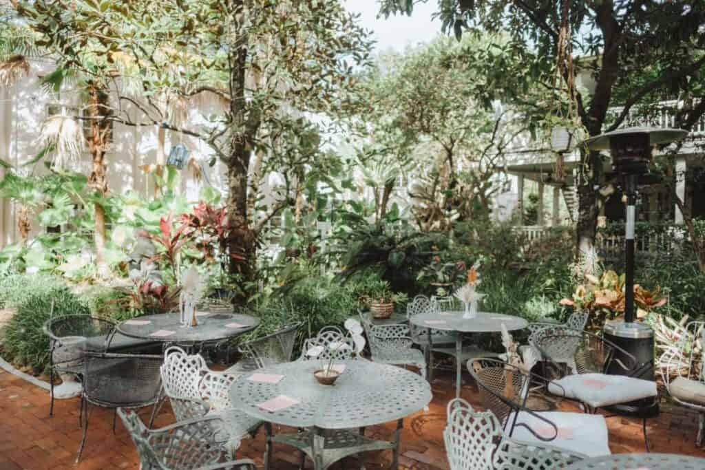 exquisite garden courtyard in orlando