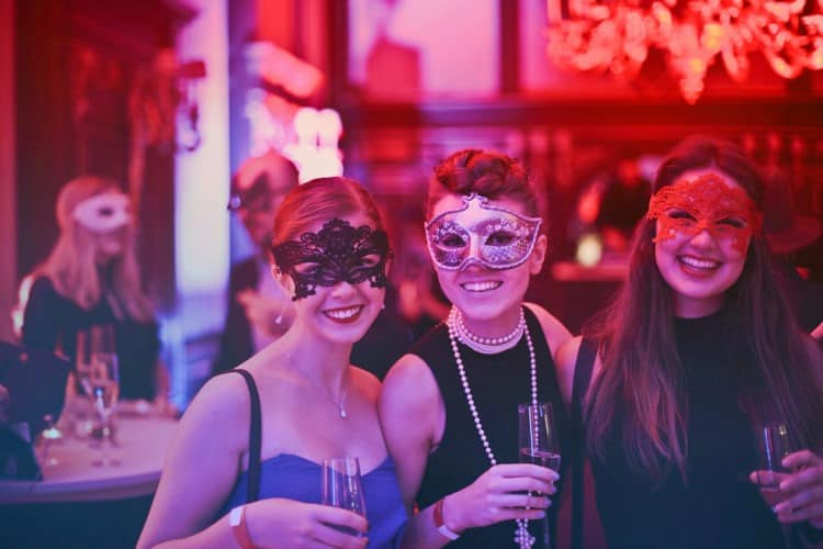 10 Divorce Party Ideas to Celebrate the Next Chapter | Peerspace
