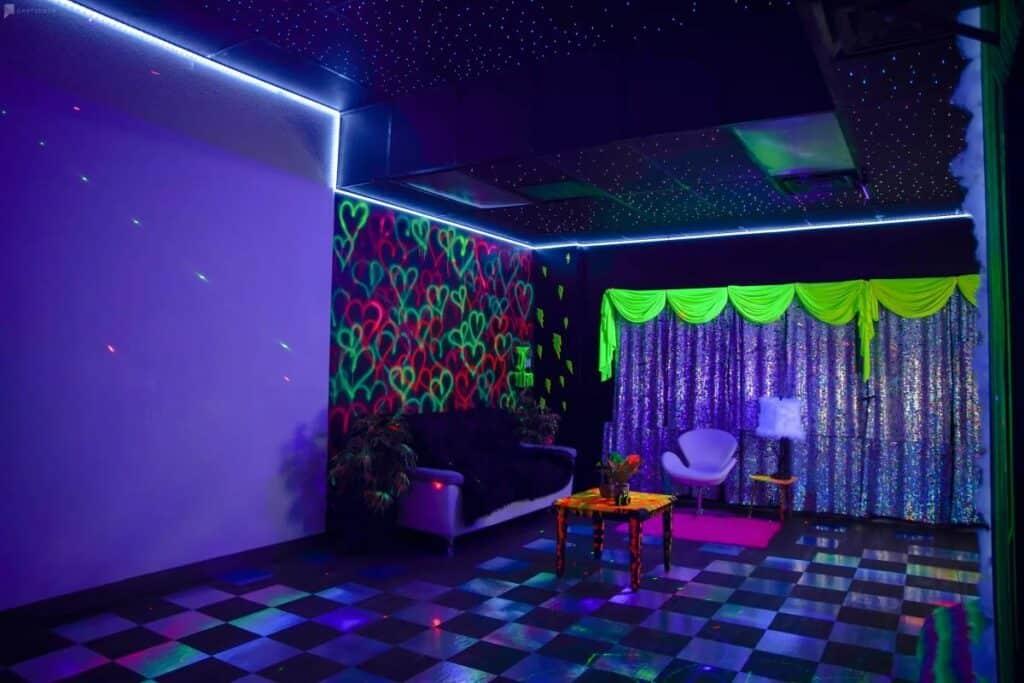 kosmo neon room in vegas